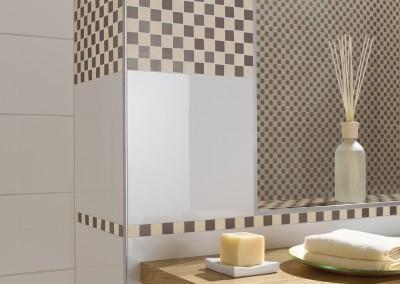 Ein hell gestaltetes Bad mit Mosaik Akzenten (Detailauschnitt)