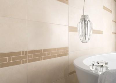 Ein hell gestaltetes Bad mit sandbeigen Akzenten