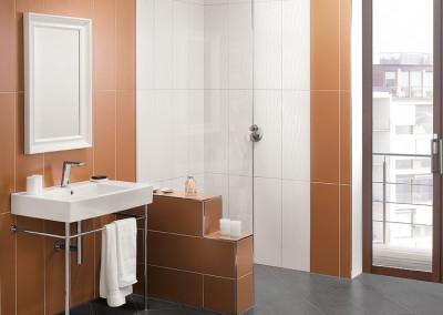 Eine bodengleiche Dusche in terracotta